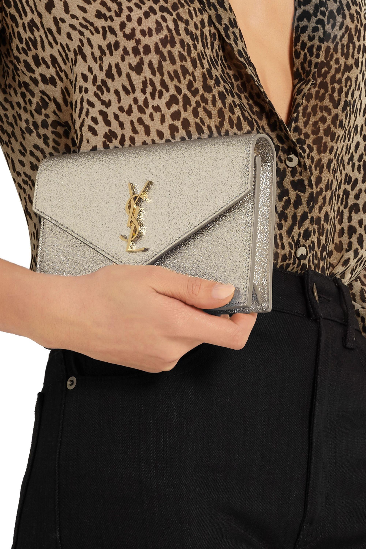 SAINT LAURENT Sac porté épaule en cuir texturé métallisé Monogramme Envelope Small