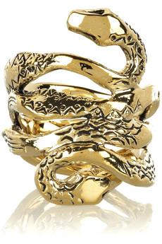 Ювелирные украшения в виде змей и слонов приветсвуются в этом сезоне.