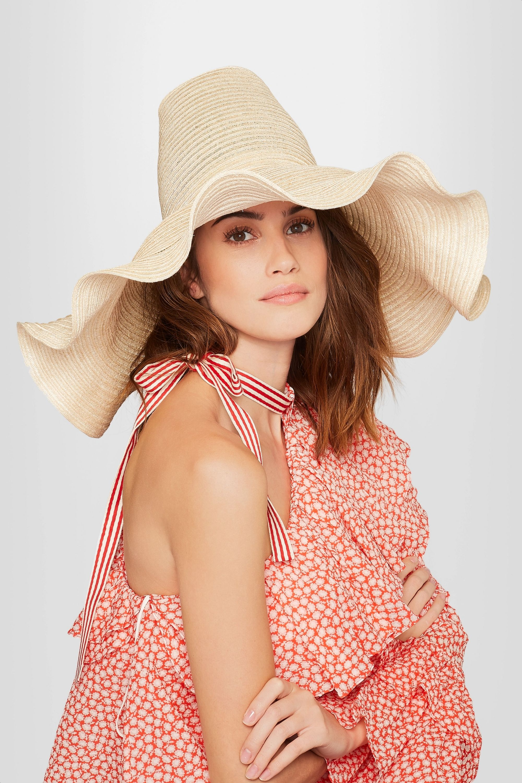Rosie Assoulin Sonnenhut aus geflochtenem Hanf mit Rüschen
