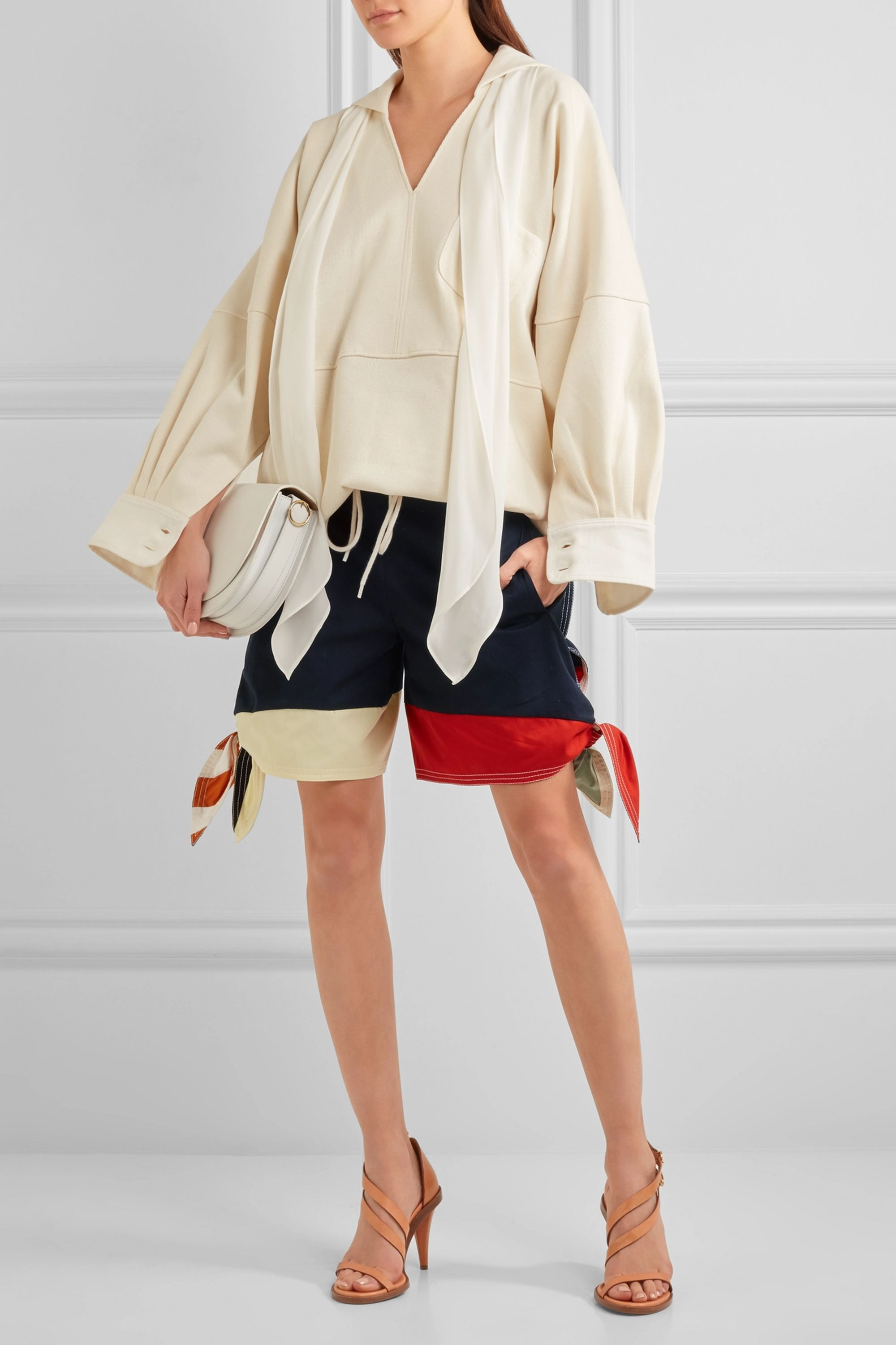 Chloé Color-block cotton-twill and linen-blend shorts