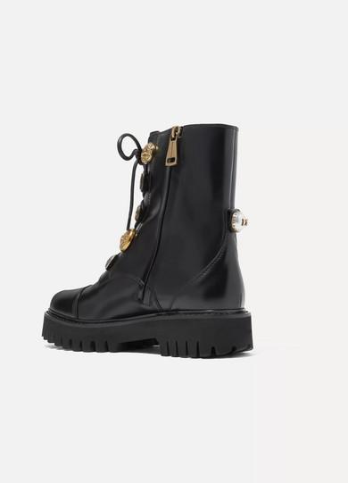 Dolce & Gabbana Verzierte Ankle Boots aus Glanzleder