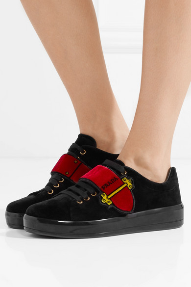 Prada Sneakers aus Samt mit Logoprint