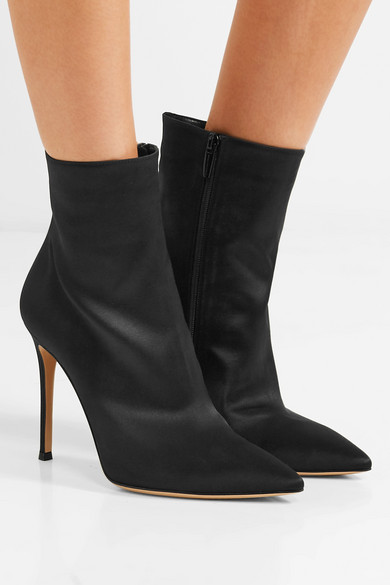 Gianvito Rossi Arles 100 Ankle Boots aus Satin