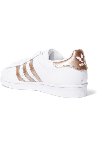 adidas Originals Superstar Sneakers aus Leder mit Metallic-Besatz