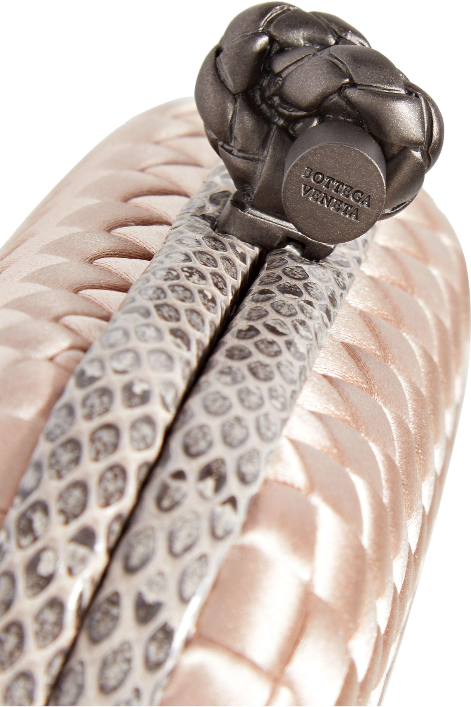 Bottega Veneta Knot Clutch aus Intrecciato-Satin mit Wasserschlangenlederbesatz
