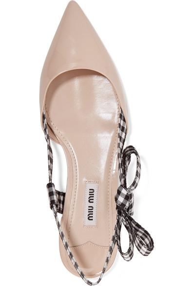 Miu Miu Flache Schuhe mit spitzer Kappe aus Lackleder