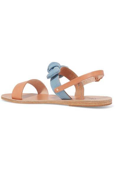 Ancient Greek Sandals Clio Sandalen aus Denim und Leder mit Schleifenverzierung