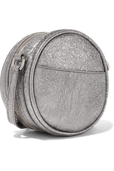 KARA CD Schultertasche aus Metallic-Leder in Knitteroptik