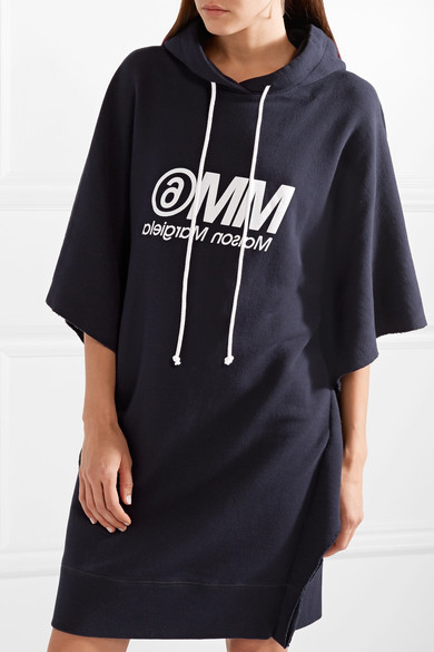 MM6 Maison Margiela Bedrucktes Minikleid aus Baumwollfrottee in Oversized-Passform mit Kapuze