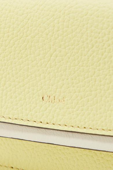 Chloé Zweifarbiges Kartenetui aus strukturiertem Leder