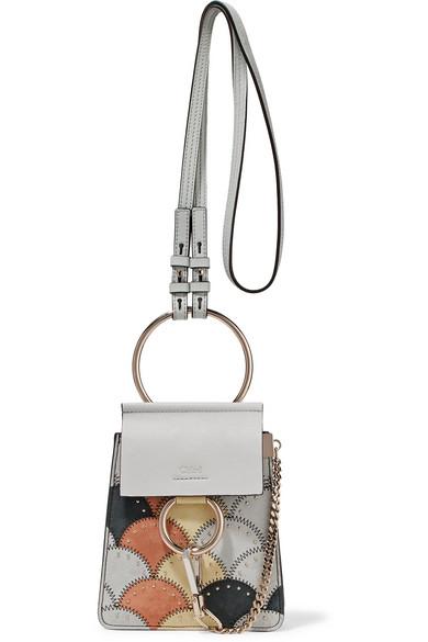 Chloé Faye Bracelet mini Schultertasche aus Leder und Veloursleder in Patchwork-Optik mit Nieten