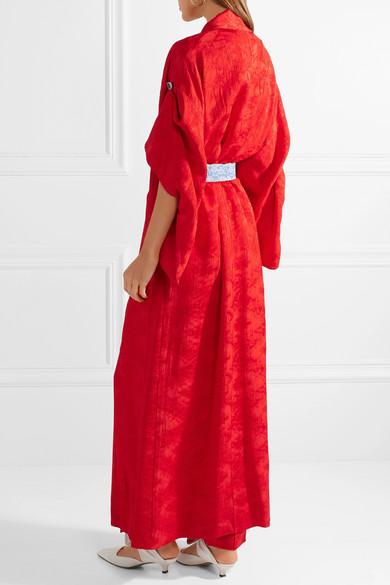Rosie Assoulin Strange Bedfellows Kimono aus glänzendem Jacquard mit Gürtel