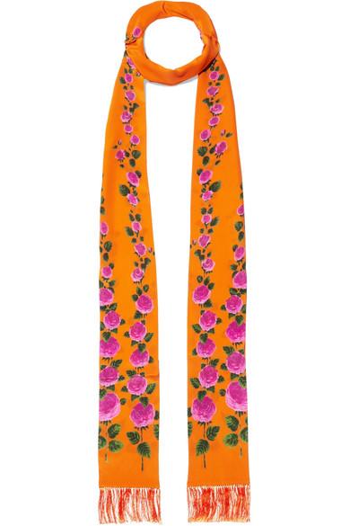 37d46945a001 Gucci   Foulard en soie à imprimé fleuri et à franges   NET-A-PORTER.COM
