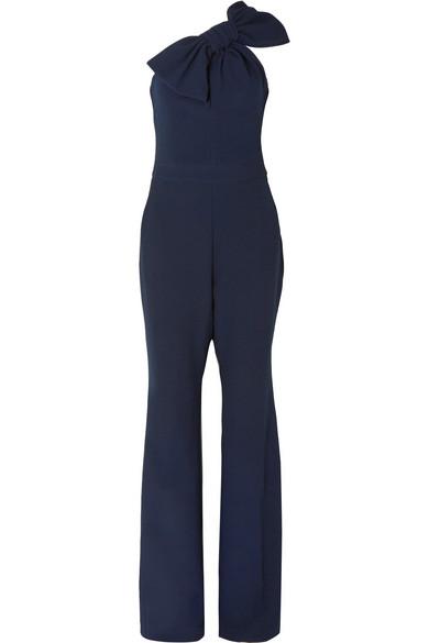 Rebecca Vallance Hamptons Jumpsuit aus Crêpe mit asymmetrischer Schulterpartie und Schleifenverzierung