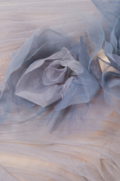 Marchesa Tüllrobe mit asymmetrischer Schulterpartie und Blumenapplikation