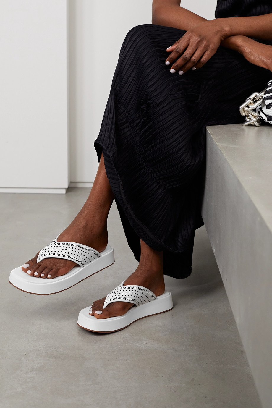 ALAÏA 40 laser-cut leather platform flip flops