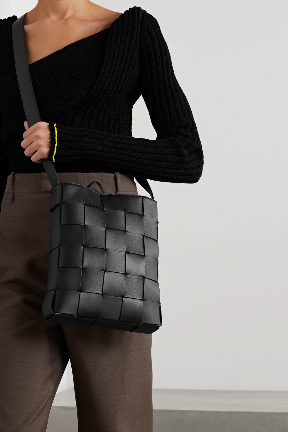 BOTTEGA VENETA Cassette Messenger intrecciato leather shoulder bag