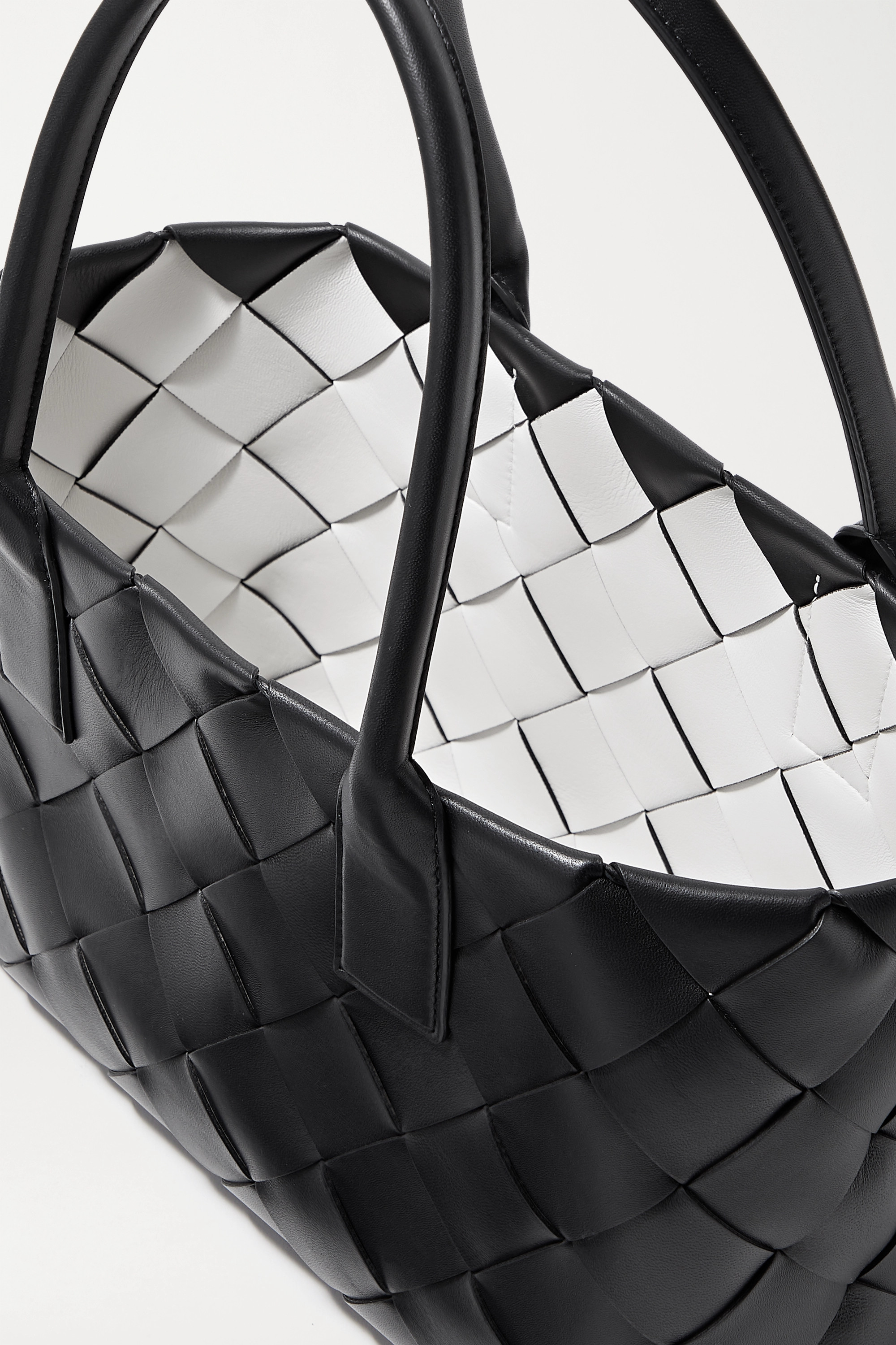 BOTTEGA VENETA Maxi Cabat intrecciato leather tote