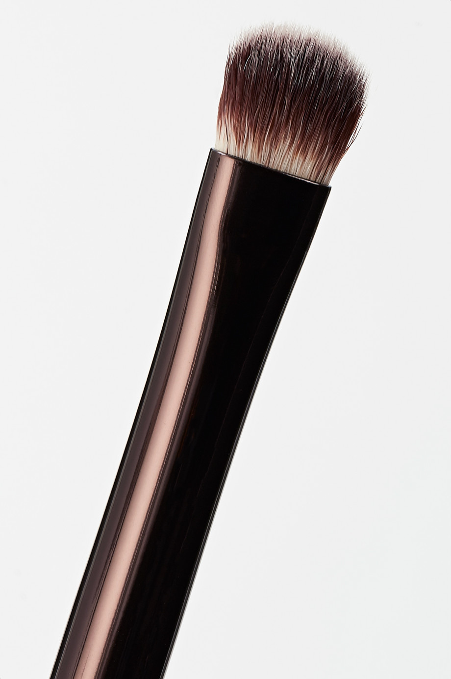 HOURGLASS Nº 12 Beveled Shadow Brush