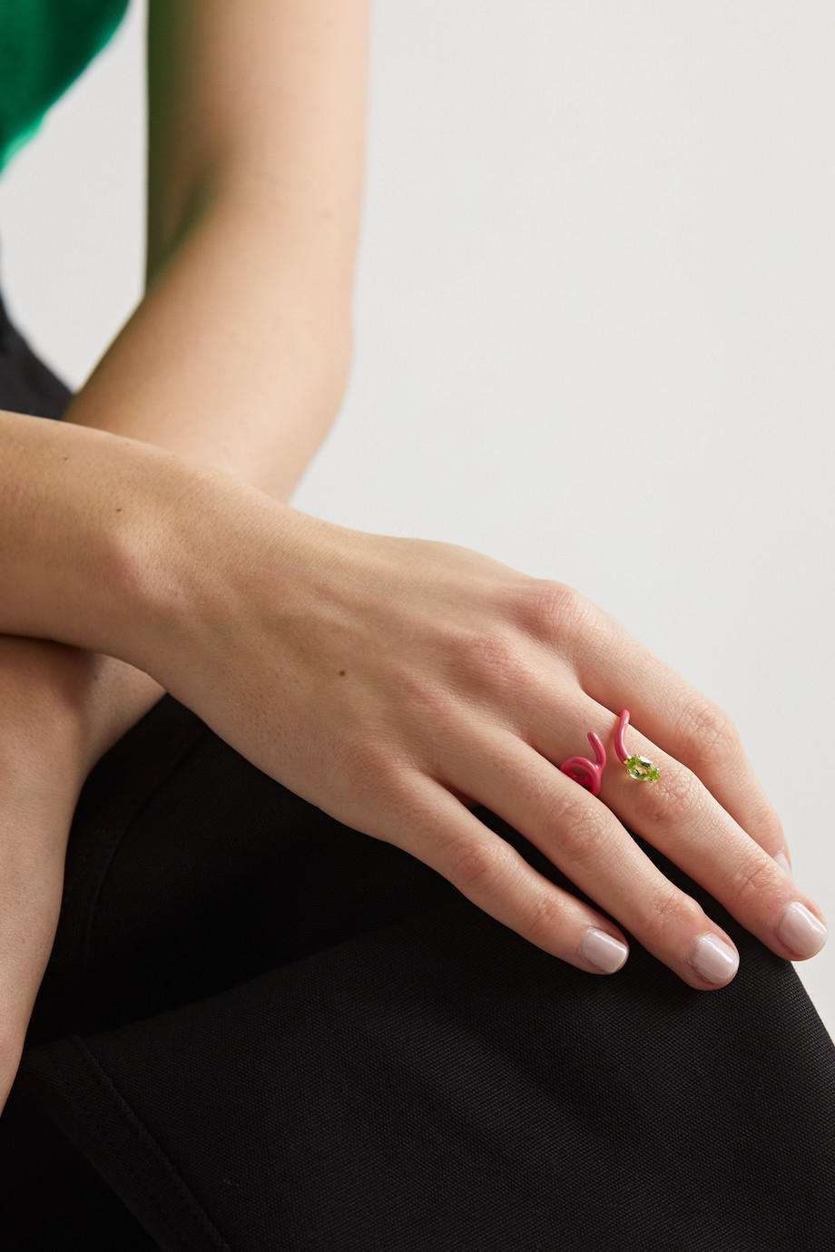 BEA BONGIASCA Baby Vine Tendril enamel, gold and peridot ring